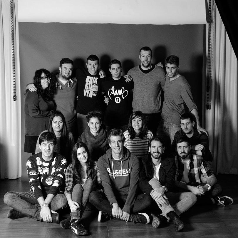 Grupo de alumnos de diseño de producto en el plató