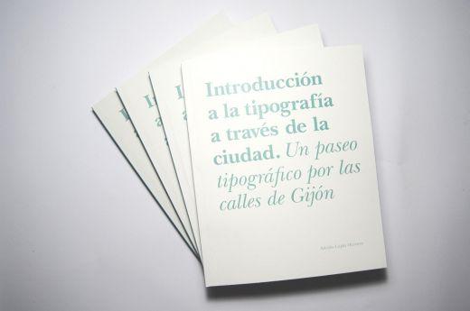 Varios ejemplares con la cubierta en primer plano / Adrián Luján