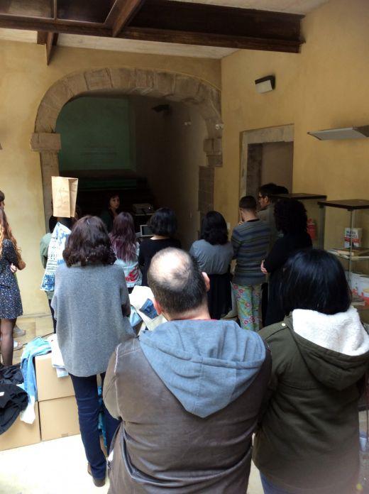 Ester Abella presenta su proyecto en el patio