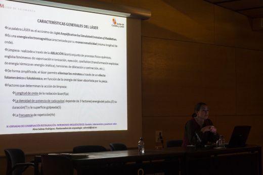 Alma Salinas Rodríguez durante su conferencia