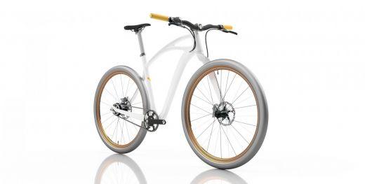 Vista frontal lateral de la bicicleta con el cuadro blanco