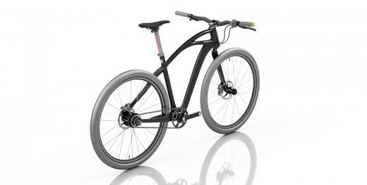 Vista trasera lateral de la bicicleta con el cuadro negro