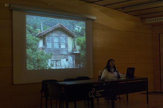 Mª Fernanda Fernández Gutiérrez durante su conferencia