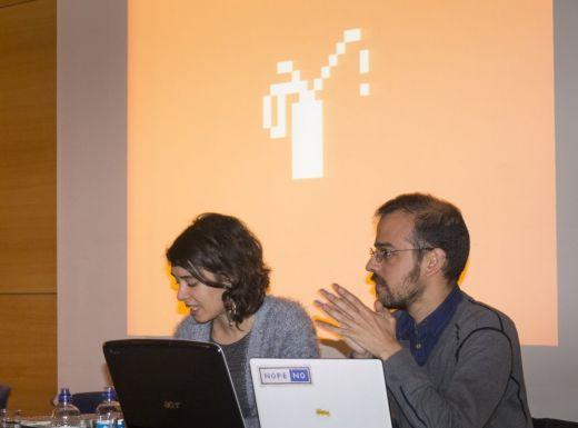 Inicio de la conferencia de Manufactura Independente (Ana Da Silva y Ricardo Lafuente)