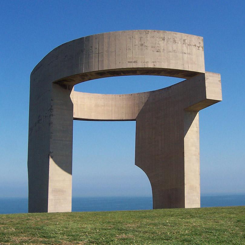 Elogio del horizonte, obra de Eduardo Chillida