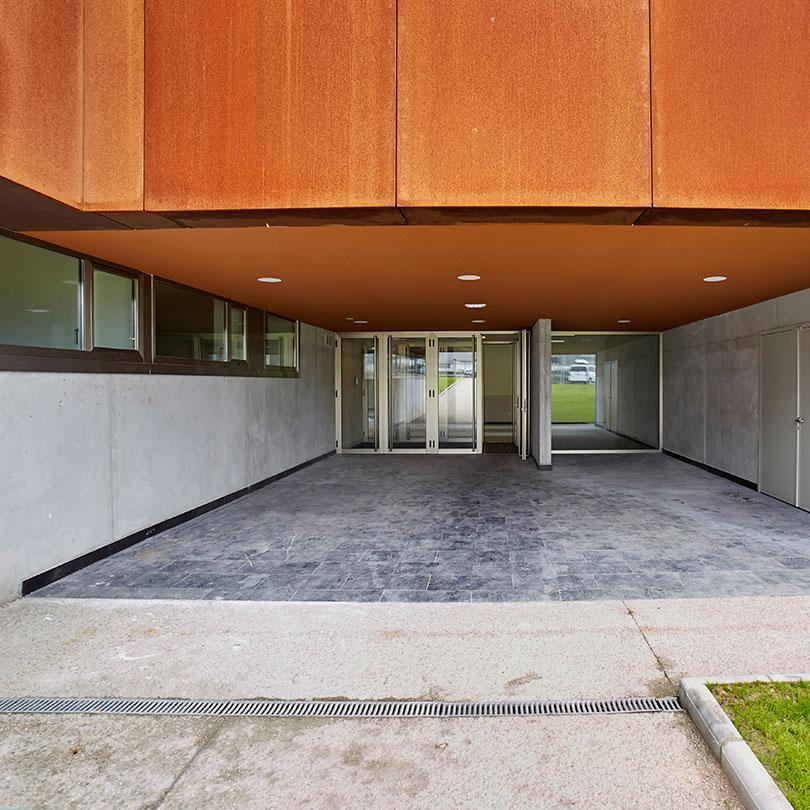 Entrada a la nueva sede, en la que se imparten las enseñanzas de restauración