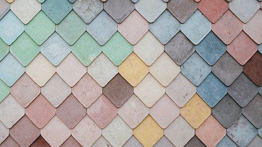 Mosaico de azulejos de diversos colores