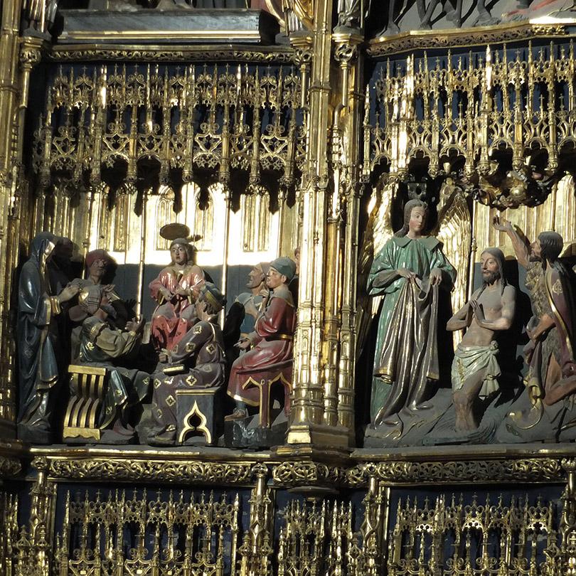 Detalle del retablo del altar mayor de la catedral de Oviedo
